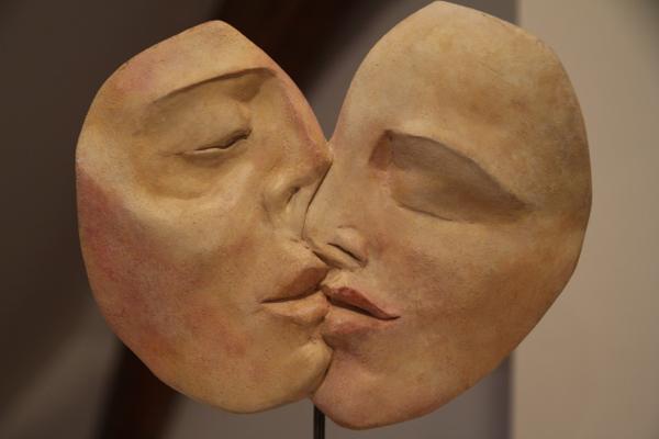 """Autres lèvres...celles de la sculpture """"le baiser"""" de Valérie Barrault"""