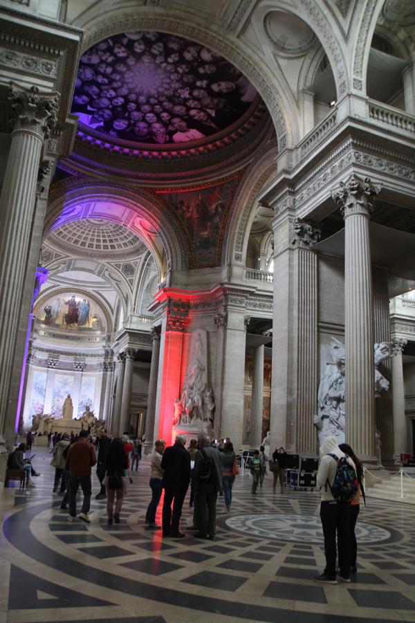 L'intérieur immense de cette ancienne église parisienne transformée en Panthéon après la Révolution