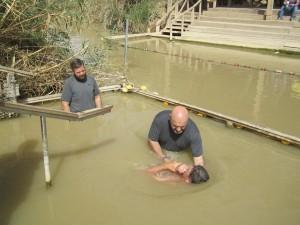Baptême d'adulte dans le Jourdain