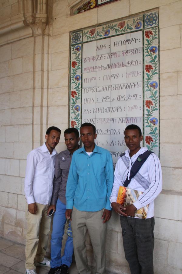 Ces éthiopiens pèlerins devant la Pater Noster de la basilique du même nom.