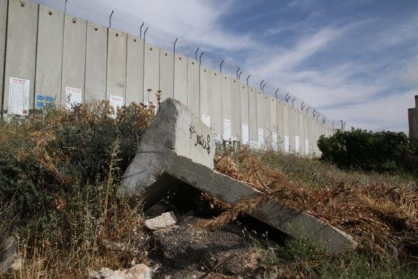 Le mur de séparation, de la honte, de l'apartheid, selon...