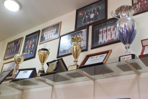 """Un nombre incalculable de trophées pour rappeler que le sport d'équipe est un des moyen de """"l'organisation active""""."""