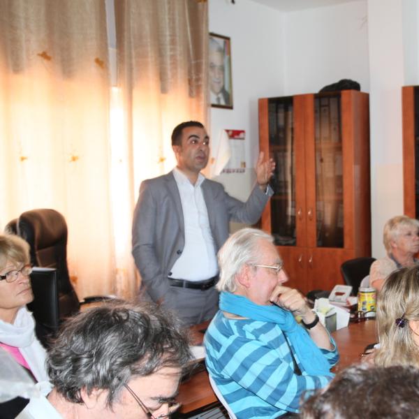 Debout Monsieur le Maire de Wadi Foukin