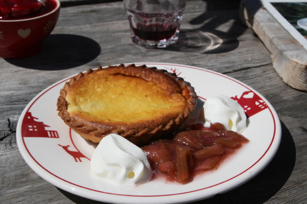 Le dessert , tarte à la rhubarbe sauvage...