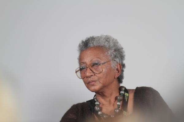 Cette malgache est revenue à Madagascar pour sa retraite. Michèle Rakotoson ancienne journaliste internationale veut soutenir les femmes malgaches à agir pour leur dignité.