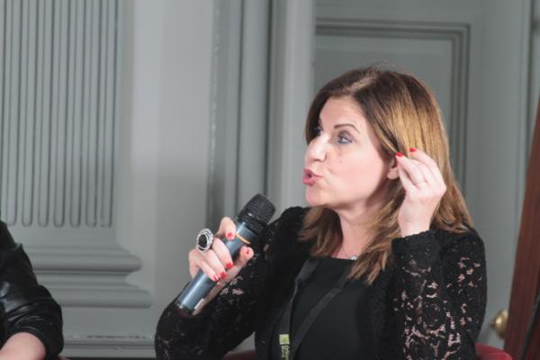Roula Azar Douglas, journaliste et écrivain libanaise. Elle se bat pour la liberté et pour changer les institutions politiques de son pays.