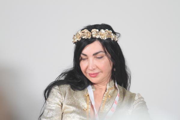 Une poétesse syrienne, Maram Al Masri. Loin des siens restés dans son pays en guerre son seul réconfort semble la poésie en français et de temps en temps en arabe. Elle s'est présentée à son auditoire avec une émouvante  complainte musicale.