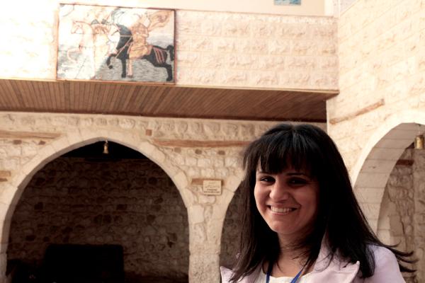 La jeune guide Georgette qui nous a récité le Notre Père en araméen, la langue du Jésus.