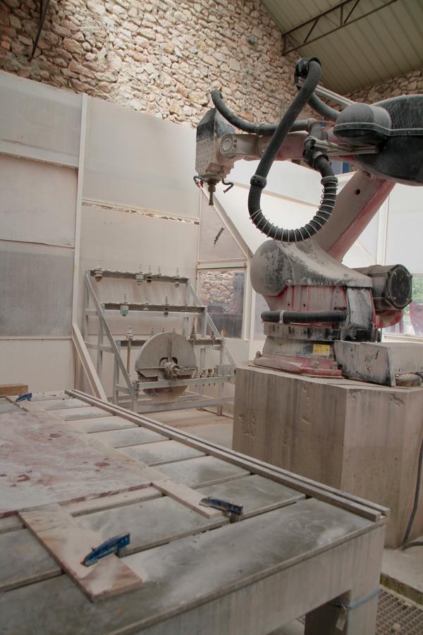 """Le robot sculpteur, pas un """"concurent"""" mais un soutien indispensable pour les pièces de séries et les dégrossissages."""